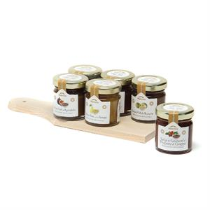 WOODDEN CUTTING BOARD AND 6X40 GR JARS OF CHUTNEY